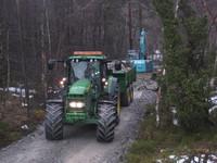 Traktor og gravemaskin