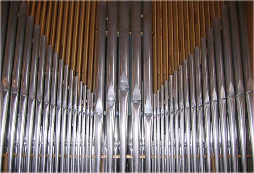 Haugner kirke - orgelpiper2_500x342