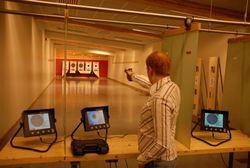 Skyting er et av mange tilbud i Svalbardhallen
