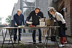 H. M. Dronningen sammen med Kjell Nupen (t.v.) og Ørnulf Opdahl Foto Rolf M. Aagaard