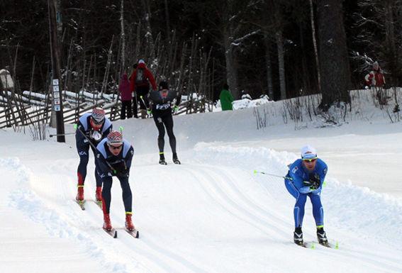 ANDERS SÖDERGREN, Hudiksvall (t h) och Åsarnas Anton Karlsson och Arvid Forss låg före Daniel Richardsson efter halva loppet (i  Spikbodarna. Foto: THORD ERIC NILSSON