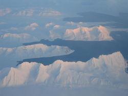 Svalbard fra luften. Foto: Turid Telebond