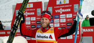 MARTIN JOHNSRUD SUNDBY jublar efter lördagens seger på 15 km klassisk stil i Davos. Nu väntar samma distans, men i fristil. Foto: KJELL-ERIK KRISTIANSEN