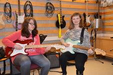 Neringa og Maylen_gitar