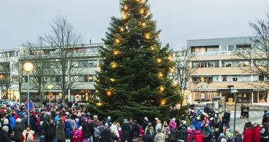 Fotografi fra julegrantenning i Ås sentrum 2012