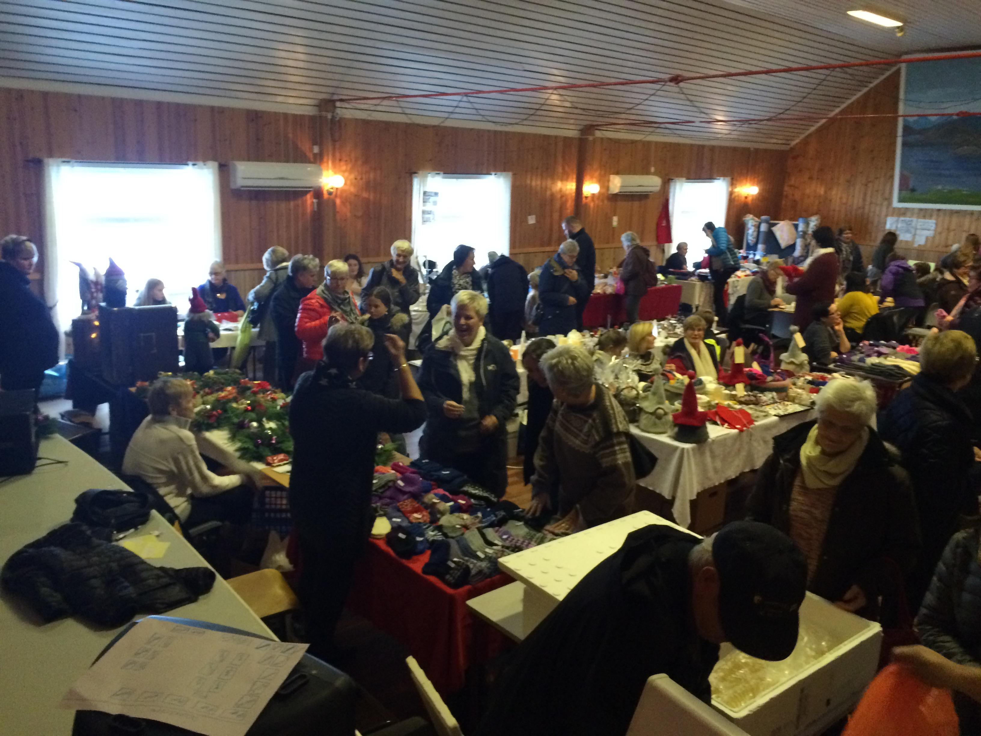 Julemesse i Øksningan 2015_folk2