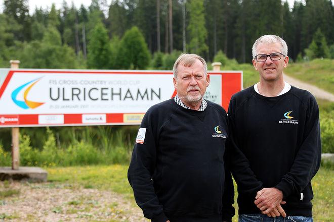 HÄR SKALL världscupen i längdåkning köras för första gången i januari. Karl-Erik Claesson (tv) och Johan Falk hoppas på 20.000 åskådare varje dag i Ulricehamn under tävlingarna. Nu har man sålt drygt 33.000 biljetter och det är mera vinterligt på Lassalyckans skidstadion. Foto/rights: KJELL-ERIK KRISTIANSEN