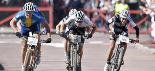 Mora 160913Cykelvasan, Lucas Eriksson, Serneke Allbike, Alingsås, th vinner före Mathias Wengelin, Almby IK och Alexander Wetterhall, Team Tre BergFoto Nisse Schmidt