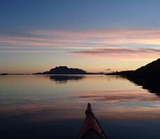 På vei ut Brasøysundet tidlig en septembermorgen