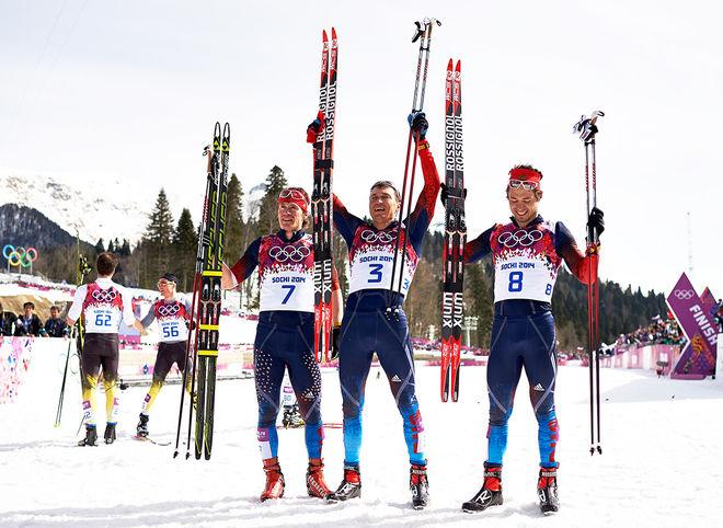 RYSSLAND avslutade OS på hemmaplan i Sochi med tredubbelt på femmilen genom från vänster: Maxim Vylegzhanin (silver), Alexander Legkov (guld) och Ilia Chernousov (brons). Nu tar IOC guldet ifrån Legkov, medan Vylegzhanin fortfarande är avstängd. Foto: NORDIC FOCUS