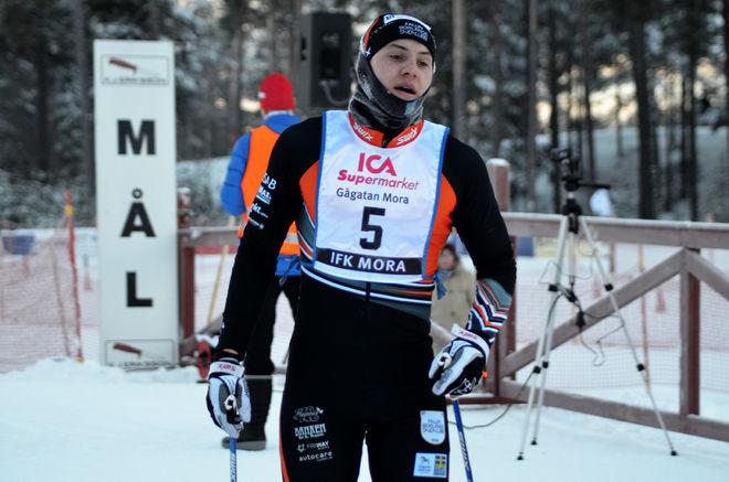 ANTON HEDLUND, Falun Borlänge SK går i mål som segrare i MoraPinglan i helgen. Foto: IFK MORA SK
