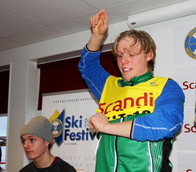 AXEL AFLODAL drar på sig ledarvästen i H17-18 efter helgens tävlingar i Östersund. Foto: THORD ERIC NILSSON