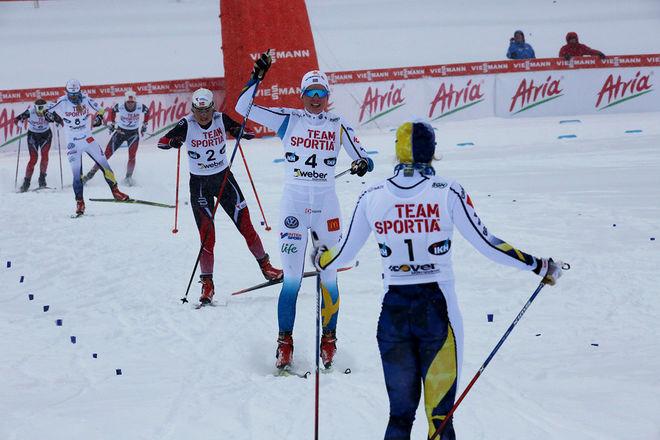 HÄR FÅR Marthe Kristoffersen ge sig på upploppet för Anna Dyvik i Lahtis i lördagens sprint. Hanna Falk är redan i mål. På lördag möts dom igen i världscupen i Toblach i Italien. Foto/rights: KJELL-ERIK KRISTIANSEN/sweski.com