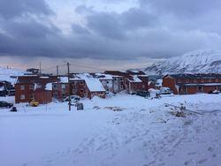 Vei 228 med snø fra skred