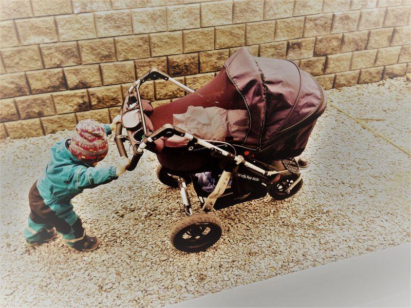 Barn med barnevogn