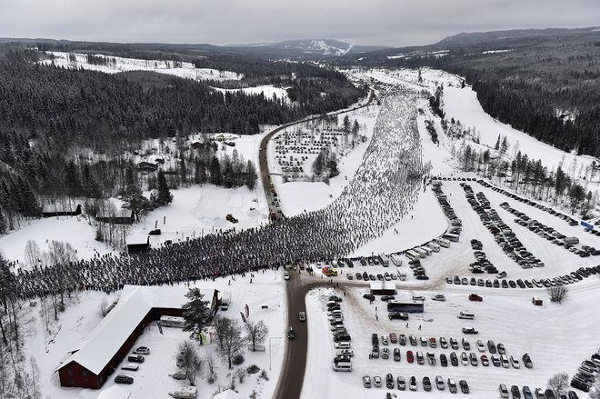 DET TOG 5 minuter att fylla Vasaloppet 2018. Här från den mäktiga starten i år. Foto: NISSE SCHMIDT/Vasaloppet