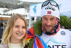 PETTER NORTHUG jr vann Flyktningrennet sedan han ryckt ifrån ÖSK:s Erik Melin Söderström på sista milen. Foto: FLYKTNINGRENNET
