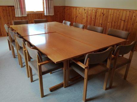 13 stoler og 4 bord