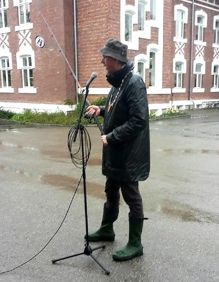 Ordfører Ola Nordal fisker etter studenter