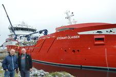 Brønnbåten Steinar Olaisen ved kai på Nord-Herøy_Arnt Erling og Jonny