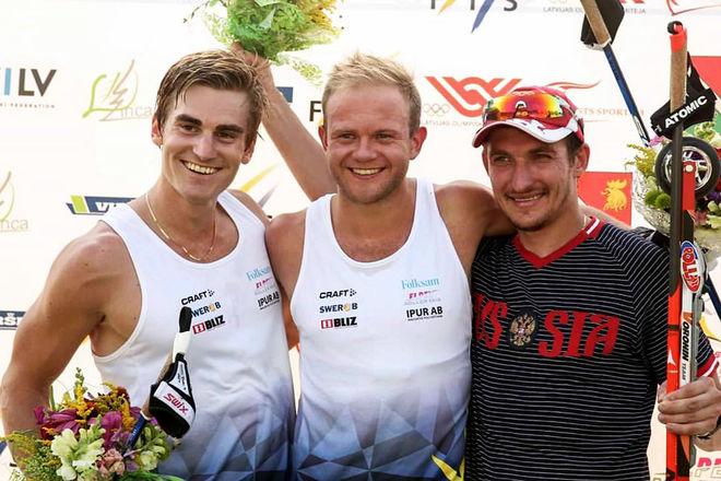 ROBIN NORUM (mitten) tillbaka som segrare i världscupen i Lettland idag. Victor Gustafsson (vänster) var klar tvåa och ryssen Anton Shatagin var trea.