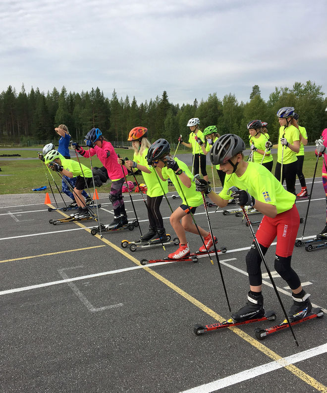 SPRINTTRÄNING på rullskidor stod på programmet under lägret i Lycksele.