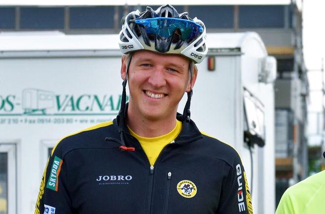 ANDREAS SVENSSON, Ulricehamns IF tog sitt första seniorguld på SM då han vann den klassiska masstarten i Borås. Foto: ROLF ZETTERBERG