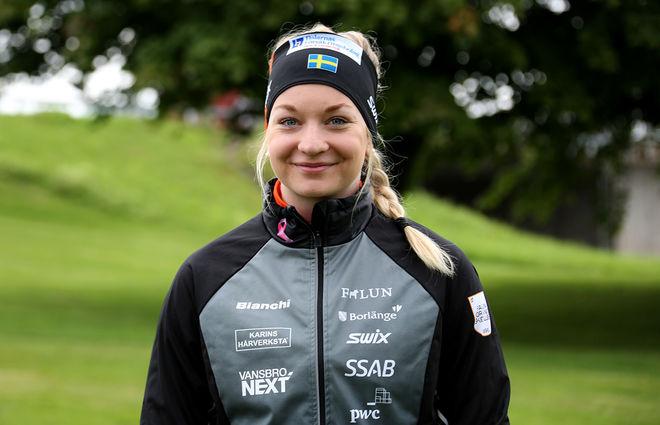 MOA OLSSON, Falun-Borlänge SK vann damjuniorklassen i Sting Hill Race med den snabbaste damtiden. Starkt gjort av Vansbro-tjejen som varit genom en fotoperation under sommaren. Foto/rights: KJELL-ERIK KRISTIANSEN/sweski.com