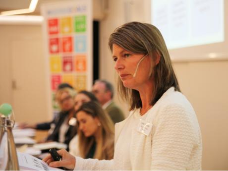 Ordfører i Asker kommune holdt innlegg om hvordan nye Asker kommune har implementert FNs bærekraftmål. Foto: Ida Slettevoll