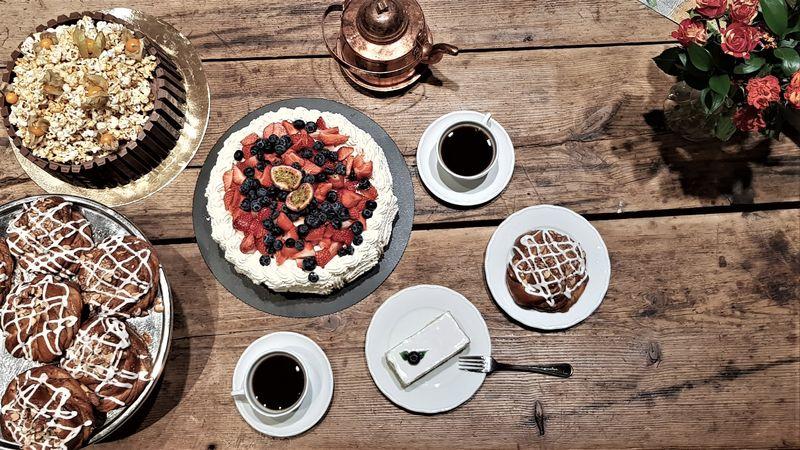 bord med kaker