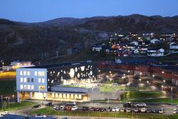Nye Baksalen skole, hovedinngang, hele bygget
