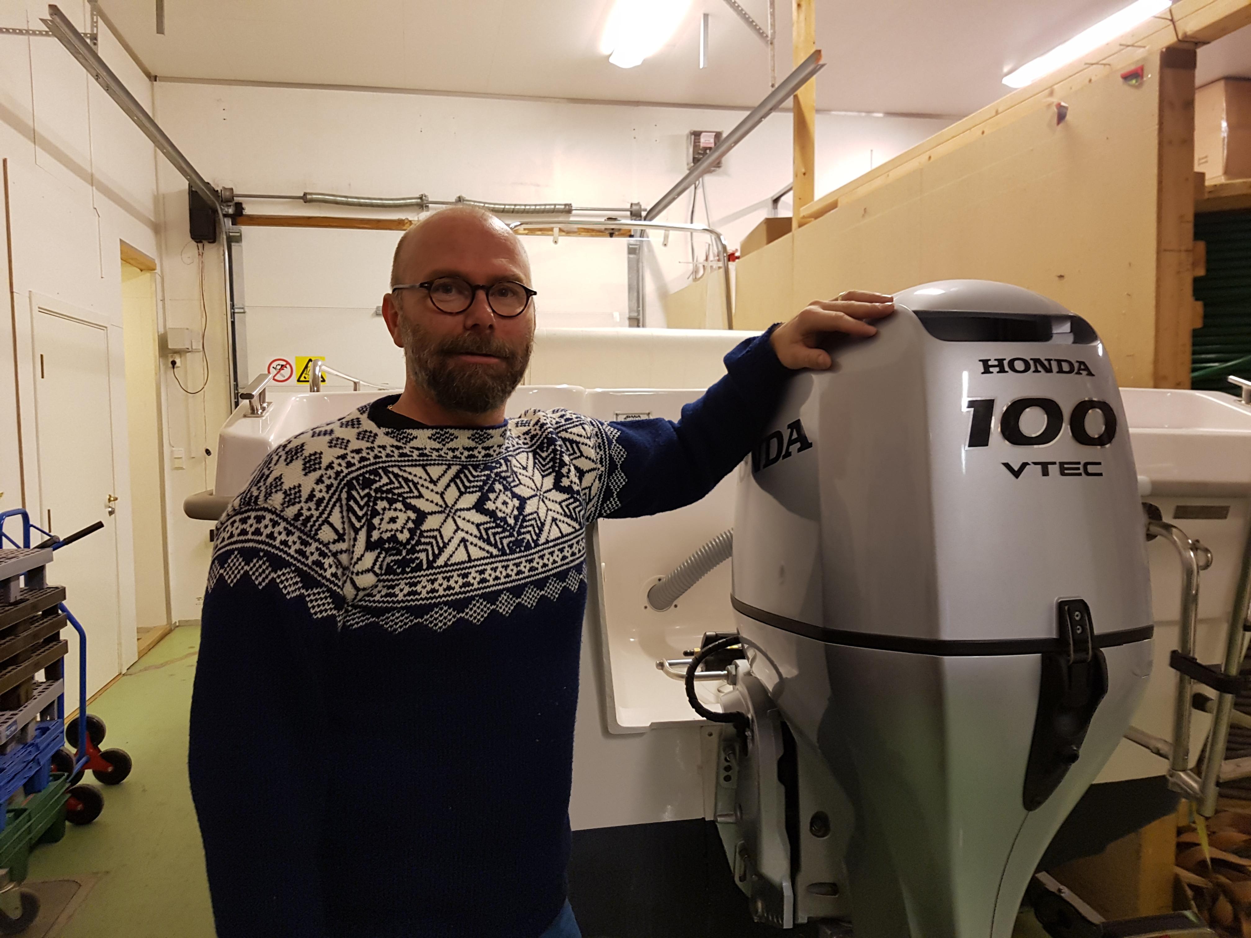 Kurt Arild selger båter fra Rana Plast_Honda