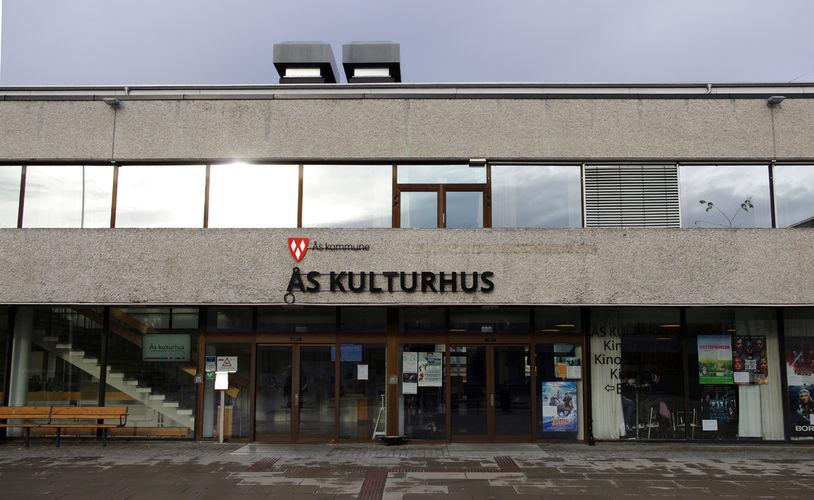2017-11-10 Nye skilt Ås kulturhus og Ås rådhus