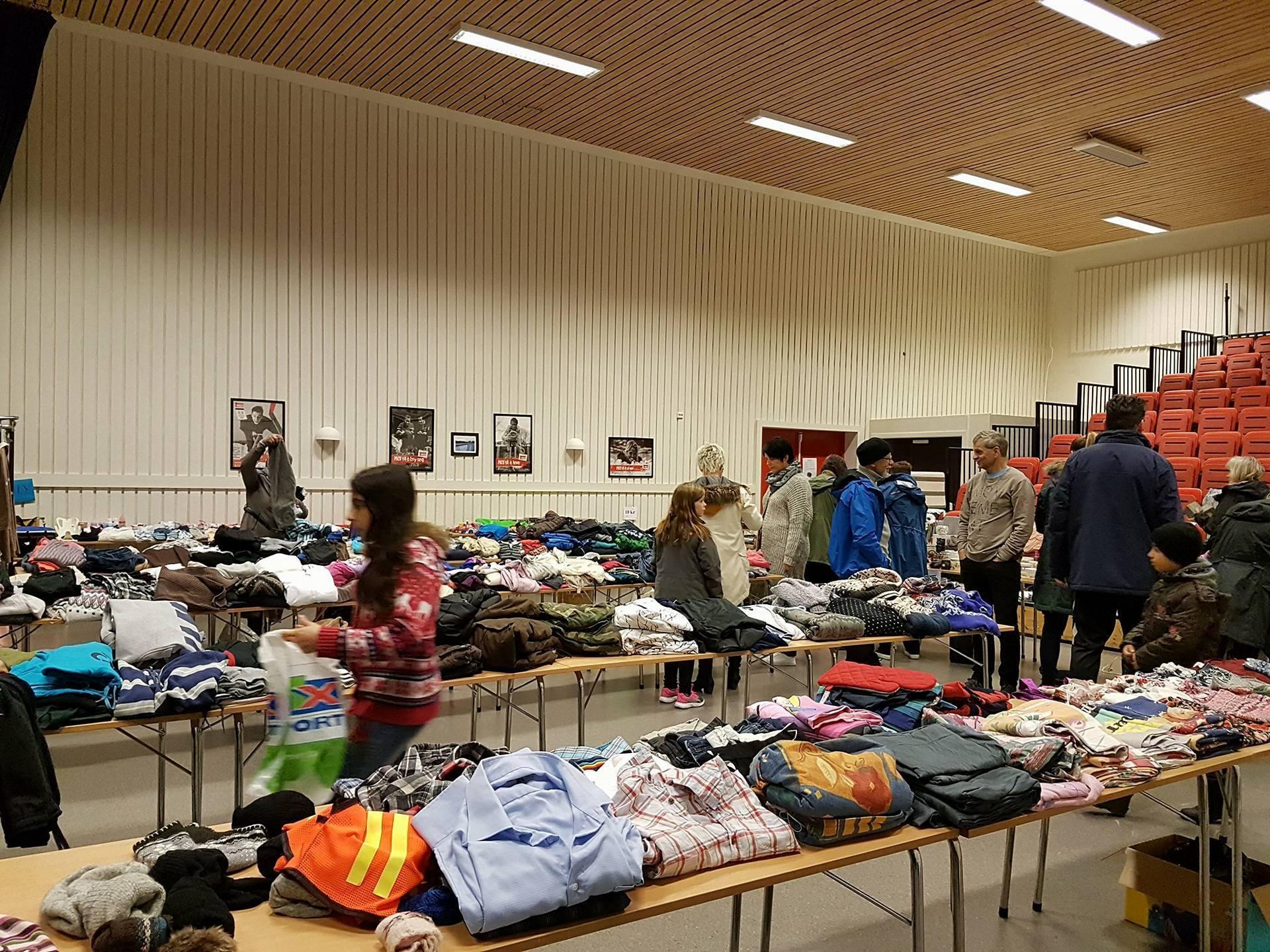 Loppemarked i forbindelse med TV-aksjonen 2017_mye klær
