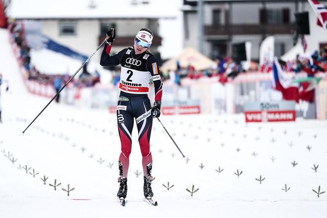 HEIDI WENG revanscherade sig för fallet på upploppet i masstarten i Oberstdorf. Hon åkte ifrån och vann solo i masstarten i Val di Fiemme. Nu tror alla att hon försvarar segern i Tour de Ski. Foto: NORDIC FOCUS