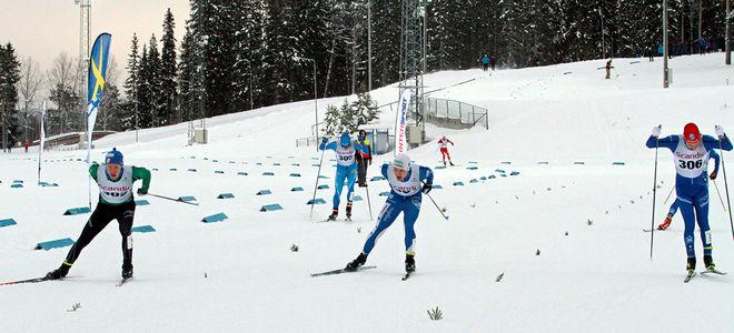 SÅ NÄRA målfoto var det i H19-20-klassen då Axel Aflodal precis vann före Simon Karlsson och Gustaf Berglund. Foto: THORD ERIC NILSSON