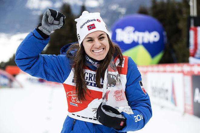 HEIDI WENG kunde för andra året i följd ta emot priset som segrare i Tour de Ski. Och hon kammade också hem över 400.000 kronor för besväret, en summa som nästan har halverats sedan Touren startade. Foto: NORDIC FOCUS