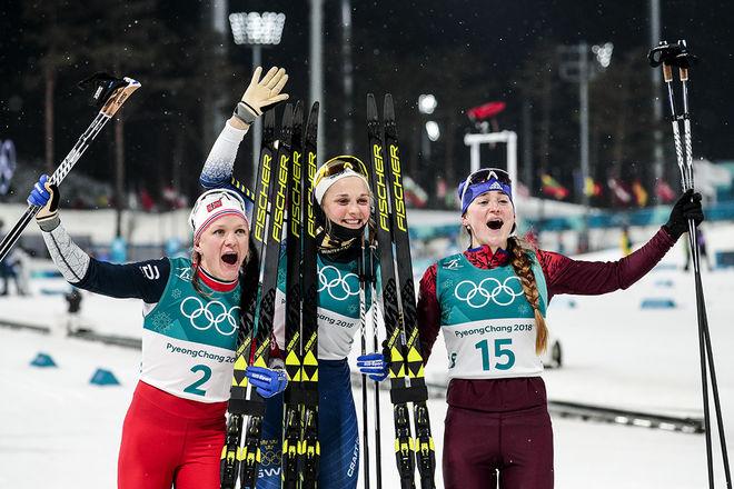 INTE SVÅRT ATT få dom här damerna att jubla, fr v: Maiken Caspersen Falla 2:a, Stina Nilsson 1:a och Yulia Belorukhova 3:a. Foto: NORDIC FOCUS