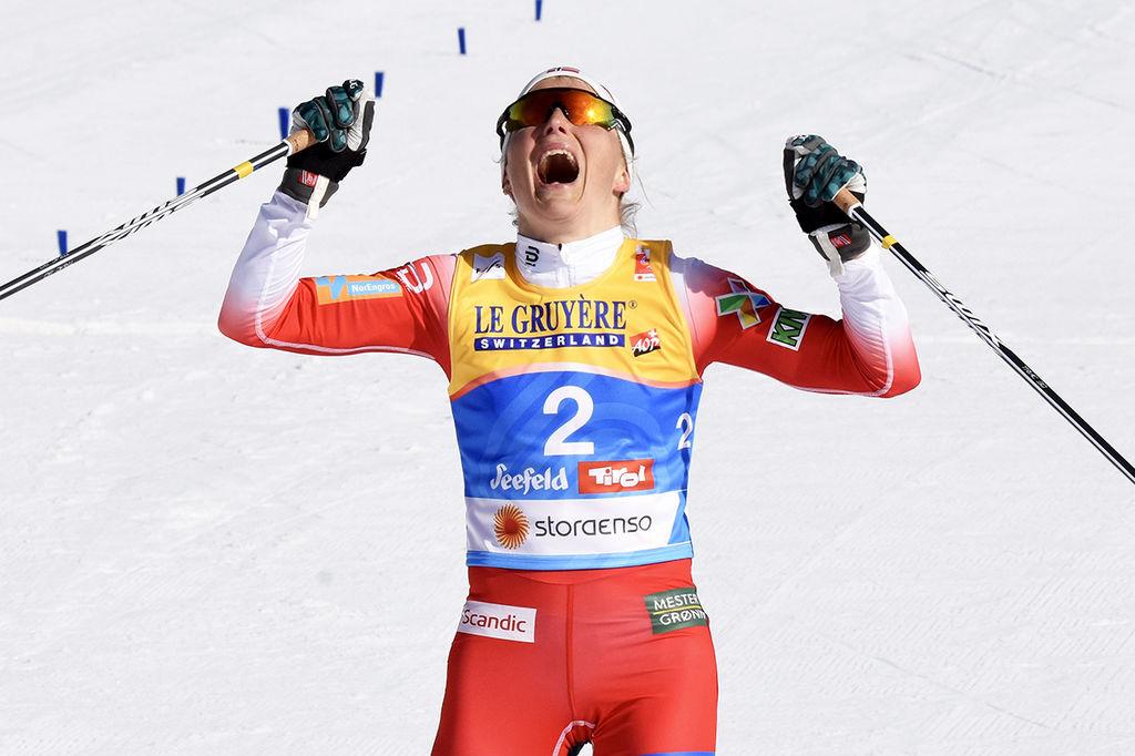 e3482fefec0 THERESE JOHAUG kunde inte hålla tårarna borta då hon vann 15 km skiathlon  på VM i