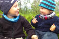 Isak og Emil ute kred til Bate
