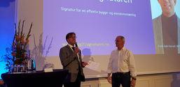 Rune Aale-Hansen, administrerende direktør i Norsk Kommunalteknisk Forening, sammen med Sverre Tiltnes, direktør i Bygg21. Foto: Lene Hollseter