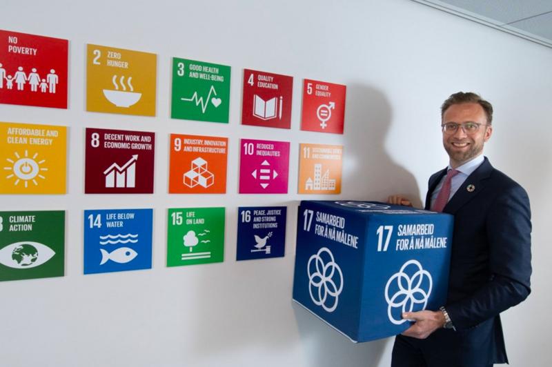 – Heile samfunnet må bidra om vi skal lukkast med å nå måla innan 2030, seier berekraftsminister Nikolai Astrup. Foto: Torbjørn Tandberg