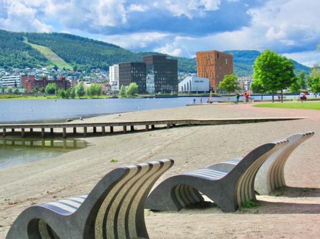 SK2021 Drammen-strand-stoler-i-stein