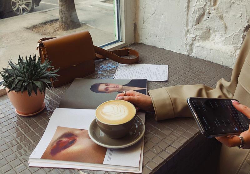 Vår målsetting må være at ansatte skal kjenne at de har en meningsfull arbeidsdag, at de får den støtten og motivasjonen de trenger for å lykkes. Foto:Viktoria Alipatova/Pexels