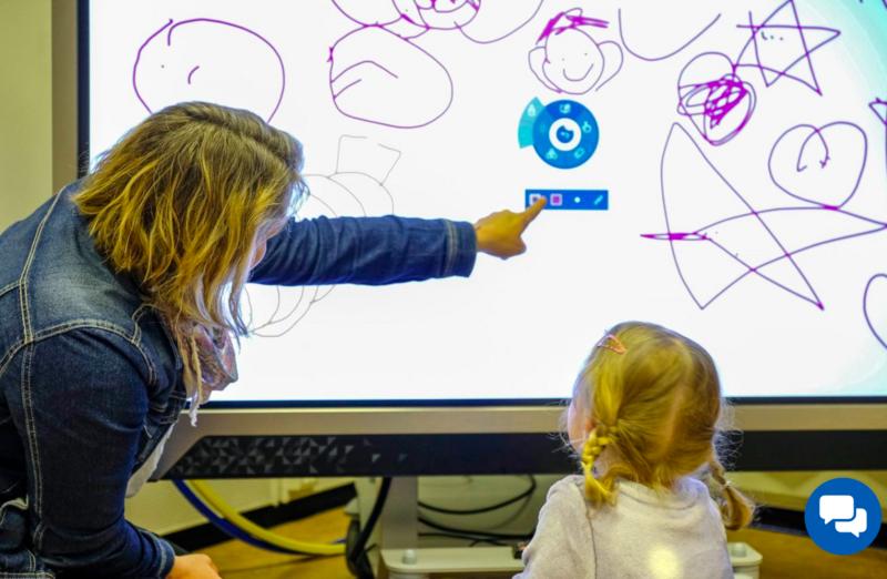 Rammeplan for barnehage sier at barnehagene skal bidra til at barna utvikler en begynnende etisk forståelse knyttet til digitale medier. Foto: Kjetil Nilssen.