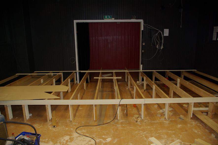 Scene ved ungdomshuset Midtgard under bygging.