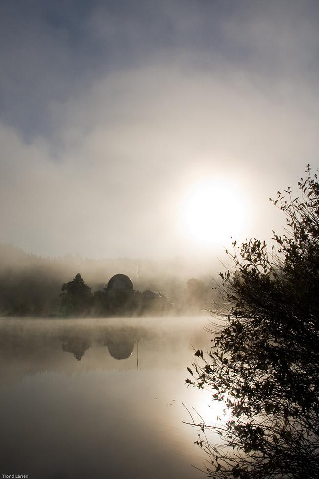 Morgentåken gir tapt for solen ved Gjersjøen