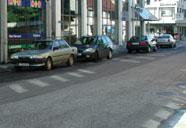 Parkerte bilar i sentrum.