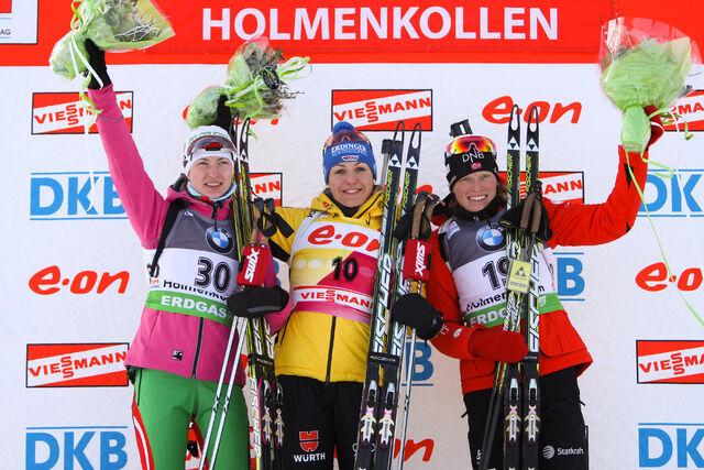 02.02.2012, Holmenkollen, Norway (NOR): (l-r) Darya Domracheva (BLR), Fischer, Rottefella, Leki, Magdalena Neuner (GER), Fischer, Rottefella, Swix, adidas, Toko and Tora Berger (NOR), Fischer, Rottefella, Odlo - IBU world cup biathlon, sprint women, Holm