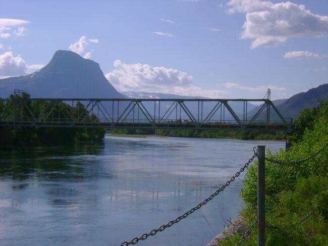 Bilde av Storslett gamle bru og fjellet Storeste